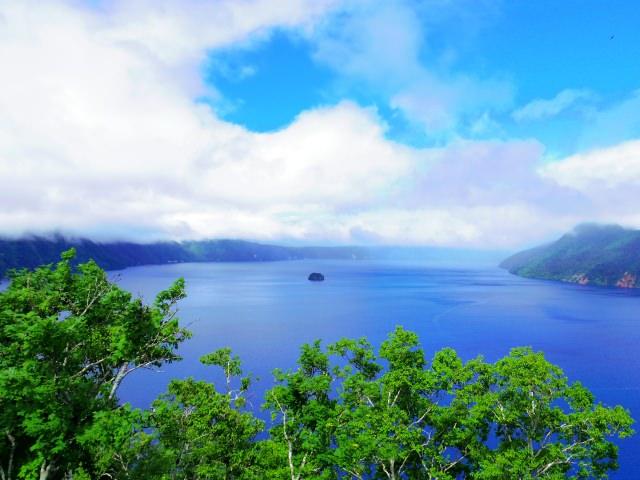 """8. """"ทะเลสาบมาชู"""" ทะเลสาบที่น้ำใสที่สุดในญี่ปุ่น (Lake Mashū)"""