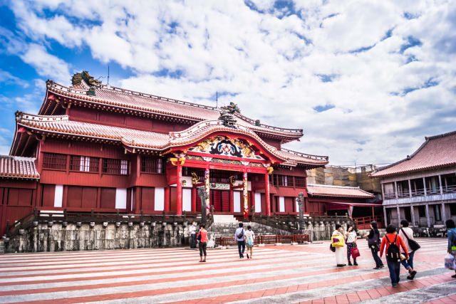"""9. สถานที่ท่องเที่ยวสำคัญที่เป็นดั่งสัญลักษณ์ของเมืองนาฮะ """"ปราสาทชูริโจ"""" (Shuri Castle Park)"""
