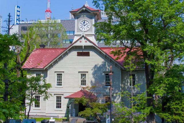 """10. ห้ามพลาดสัญลักษณ์เมืองที่ """"หอนาฬิกาเมืองซัปโปโระ"""" (Sapporo City Clock Tower)"""
