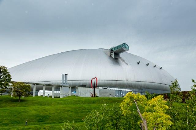 """1. จิตวิญญาณแห่งกีฬาที่ """"ซัปโปโระโดม"""" (Sapporo Dome)"""