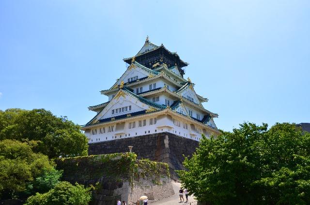 """2. สถานที่ท่องเที่ยวทางประวัติศาสตร์ในเมืองโอซาก้า """"ปราสาทโอซาก้า"""""""