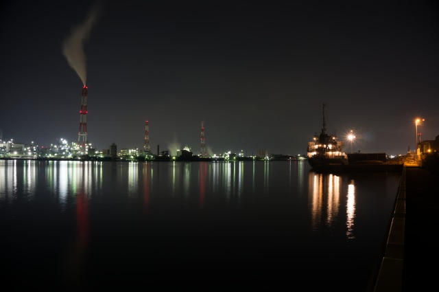 """6. """"ทิวทัศน์โรงงานยามค่ำคืนที่คิตะคิวชู"""" ที่สามารถเพลิดเพลินไปได้ในขณะที่ล่องเรือ"""