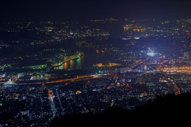 """1. """"ภูเขาซารากุระ"""" ที่ขึ้นชื่อในฐานะที่เป็น 1 ในชินนิฮงซันไดยาเค (สามสุดยอดทิวทัศน์ยามค่ำคืนในญี่ปุ่นแห่งใหม่)"""